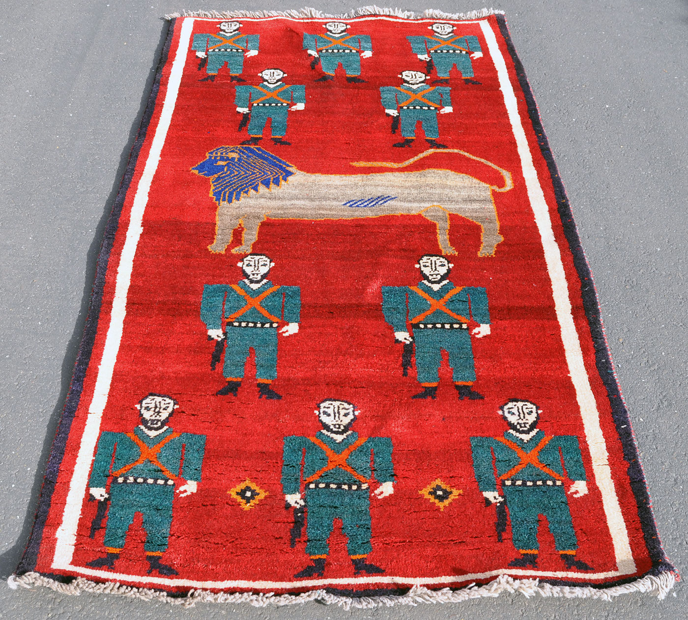 Qashqai Lion Rug with Soldiers